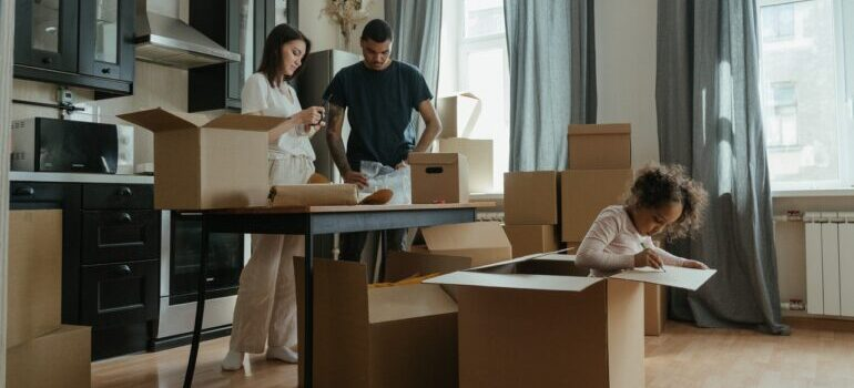 A family searching for residential movers VA