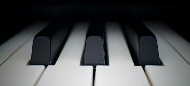 a close up photo of piano