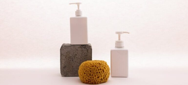 Dispenser pump and wash sponge on the picture as one of the things most people forget to pack for their DC move